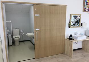 ユアステップリハケアセンターの車椅子対応トイレ
